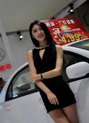 直击泉州南安国际车展纯情车模(组图)图片